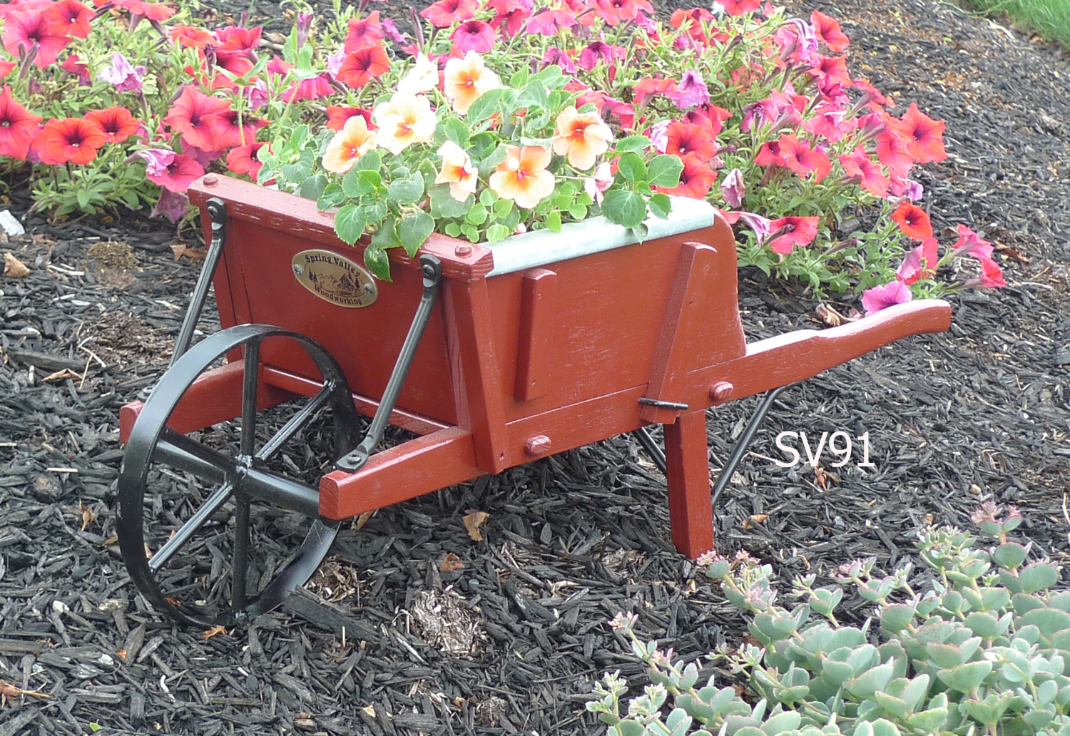 Garden decor buckboard wagons wheelbarrows planters for Decorative garden accents