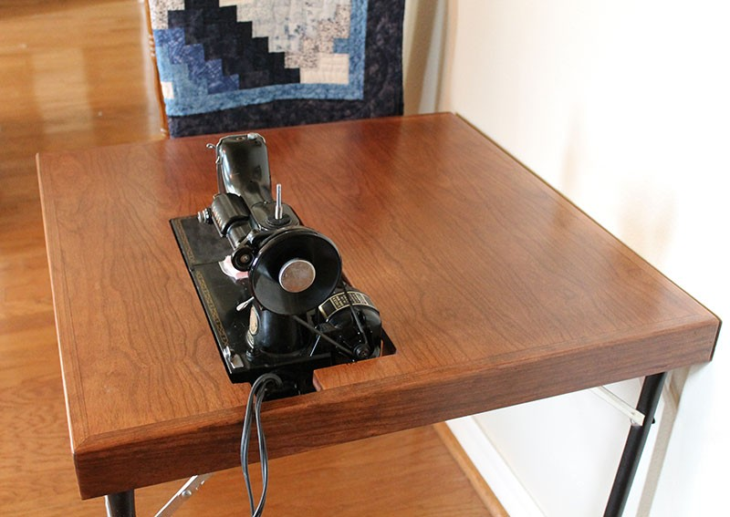 Stunning Reproduction Singer Featherweight Folding Card Table
